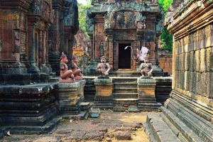 mew-banteay-srei-cambodia
